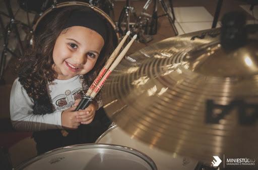 Виртуозный рок от 5 летней девочки!