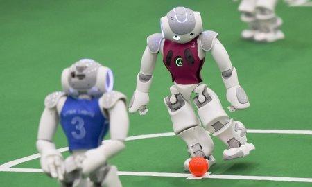 Роботы играют в футбол!
